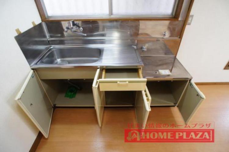 収納豊富で作業台も広いキッチン。お料理の幅も広がりそうです!
