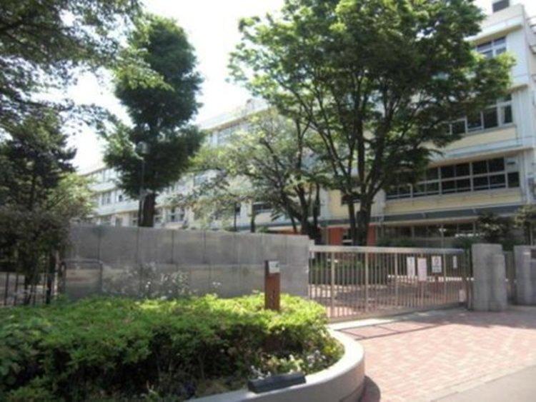 世田谷区立三宿中学校まで520m 2004年世田谷区立新星中学校と世田谷区立池尻中学校が統合し開校した。
