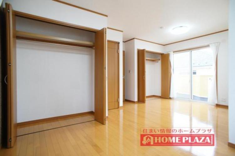 2つの洋室はフリーウォールを採用することで11帖超の1部屋を実現。お子様の成長やライフスタイルに合わせて壁を入れ2部屋に分けることが可能です。