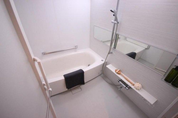 一日の疲れを癒す貴重なリラクゼーションスペース。ゆっくりとした時間を過ごせるゆとりあるバスルームは毎日使いたくなりますね。