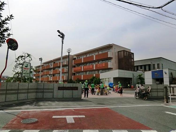 草加市立谷塚小学校1300m