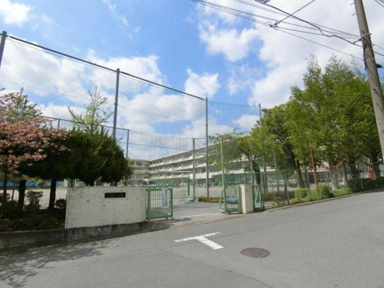 鶴川第二中学校まで約2520m