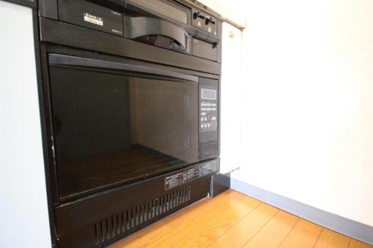 ガスオーブンは火力が強く、焼きムラが少ない・予熱時間が短いというメリットがあります。また収納されていることで余計なスペースの必要がなくキッチンスペースを有効に活用することができます。