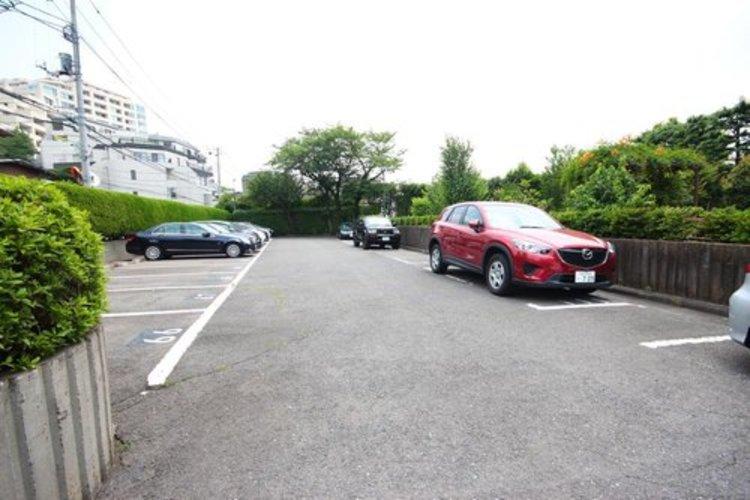 嬉しい敷地内駐車場専用使用権付☆週末は家族でドライブが楽しめますね♪※空き状況は都度ご確認下さい。