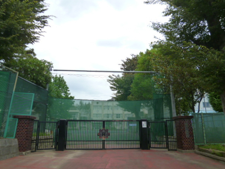 横浜市立山内小学校 距離1300m