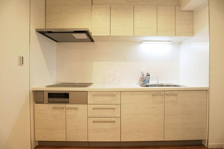 「キッチン」白を基調とした清潔感のあるキッチン
