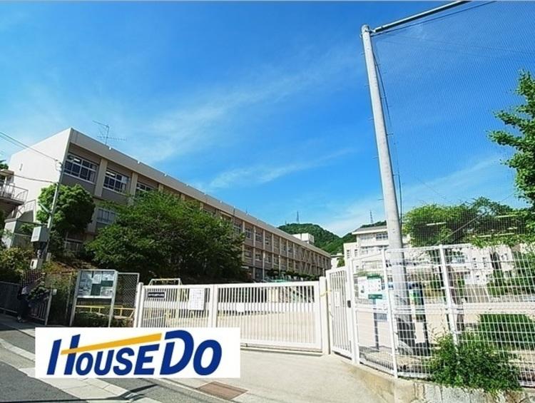 神戸市立鶴甲小学校  徒歩 約4分(約315m)