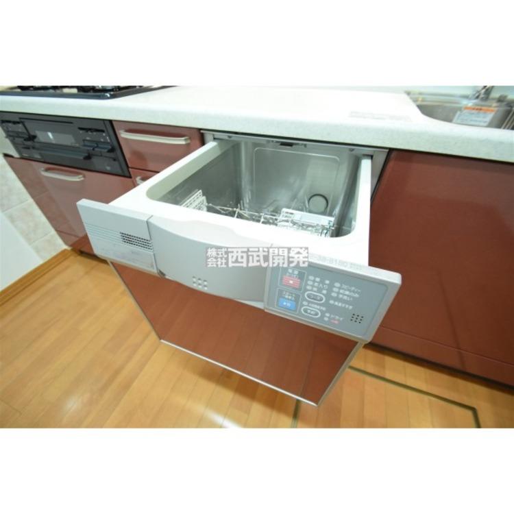 面倒な後片付けの強い味方、食器洗浄乾燥機を標準装備!食後の団欒の時間を創ってくれる優れものです。