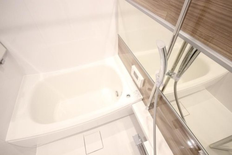 1日の疲れを癒してくれるバスルームは大切な空間のひとつです。暖房乾燥機付きで、雨の日のお洗濯も安心ですね。