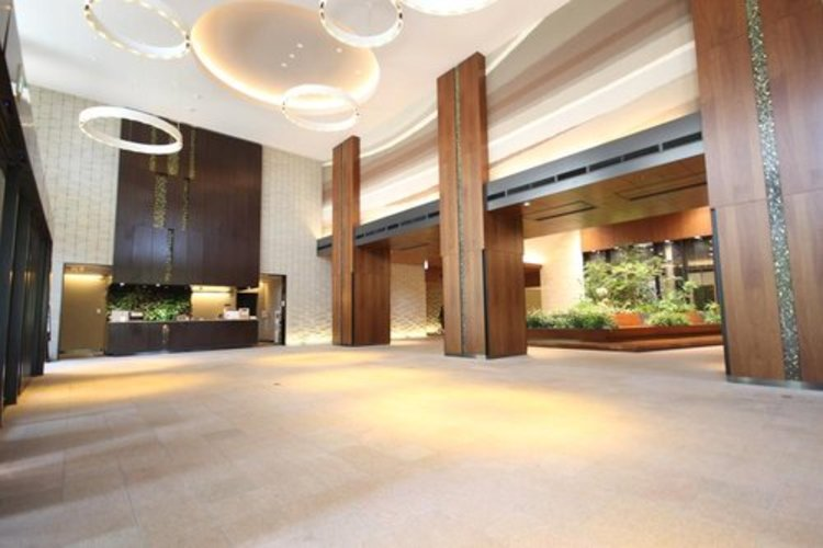 エントランスロビーはマンションの顔と言われます。アプローチは外観デザインの印象を左右し、そこに住まう居住者の気品をも具現化します。
