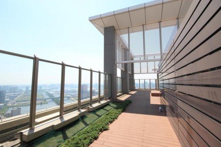 52階部分屋上庭園♪重厚感あふれる高級マンションの印象を与えてくれます。洗練されたデザインは、住まうほど実感が増すものです。