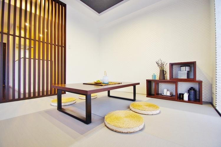 リビング横の畳コーナーはお食事後や入浴後のくつろぐ空間に