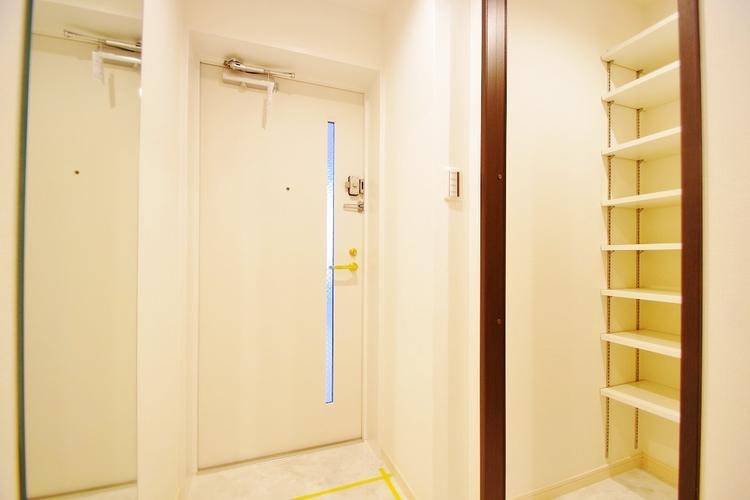 シューズインクローク付きの玄関