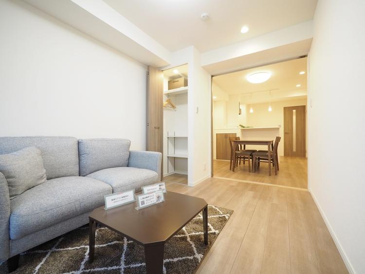 ダイニングスペースとソファースペースを分けずにレイアウトする事を想定しています。こだわりの家具を吟味してレイアウトする愉しみを。