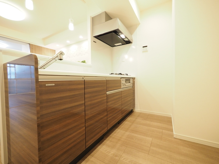 ご家族で調理ができる位のスペースを実現したキッチン空間。みんなで作った料理を召し上がりながらの会話は、どのような物になるのでしょうか。
