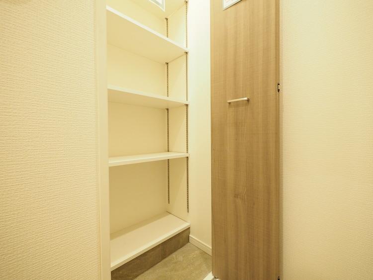 シューズインクローゼットも設置されているので、スッキリとした玄関が実現できます。