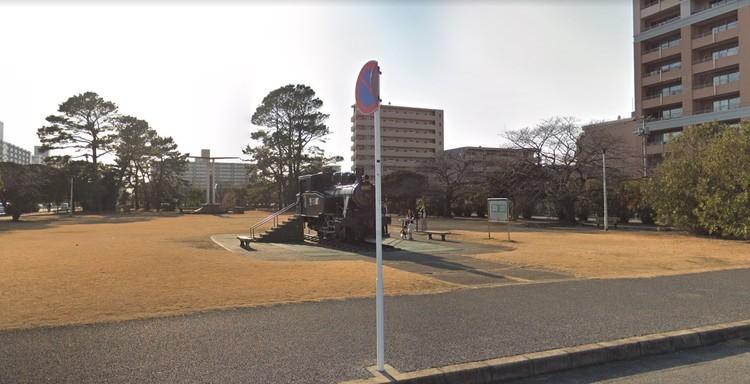 マンション目の前にある公園
