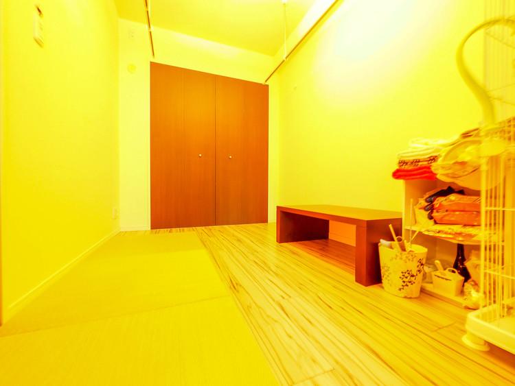 リビングから続きの居室は、何かと便利なスペースです。