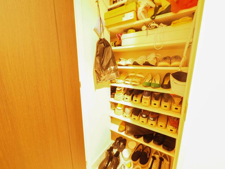 大容量の靴を収納できるシューズインクローゼットを完備。