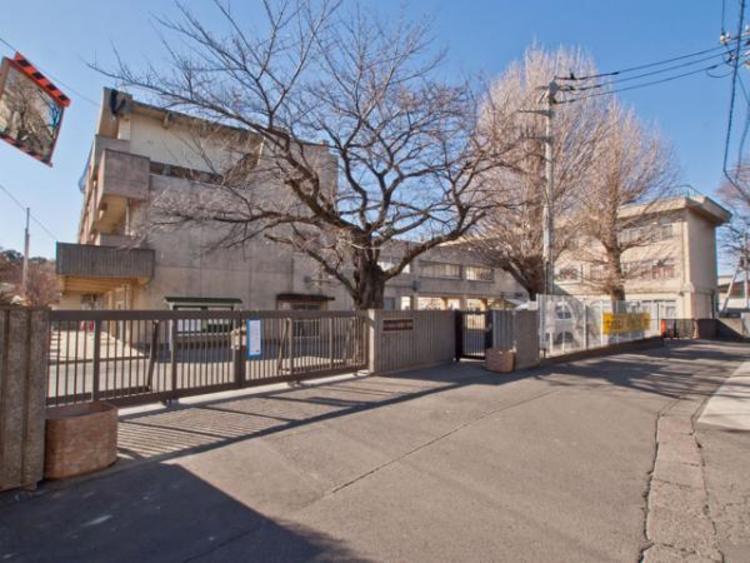 さいたま市立岩槻小学校 644m