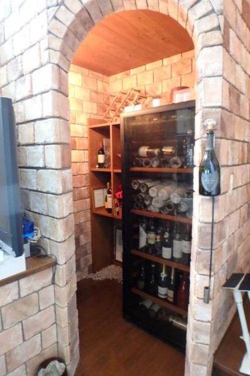 リビングにはワイン庫があります。