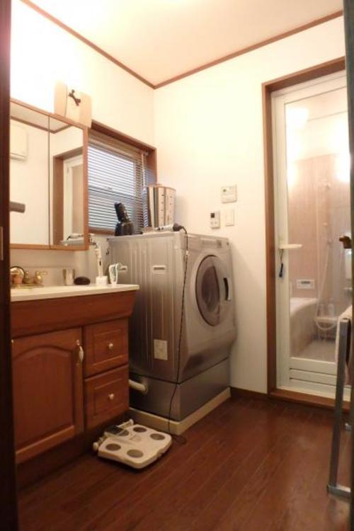 広々とした洗面室です。