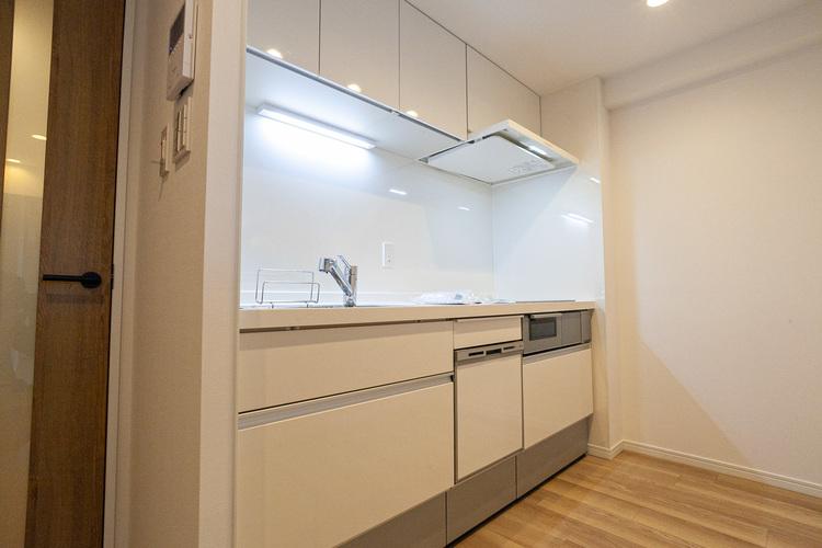 IHコンロの為、サッと拭くだけでお掃除ができ清潔なキッチンを保てます