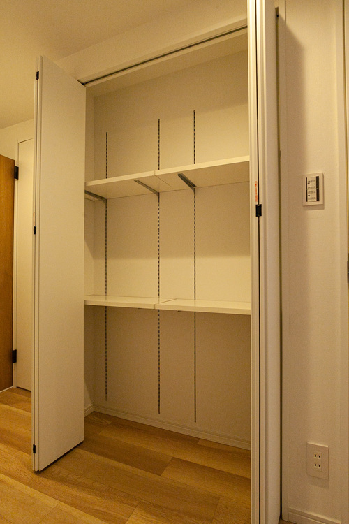 可動棚で、サイズに合わせて収納できます