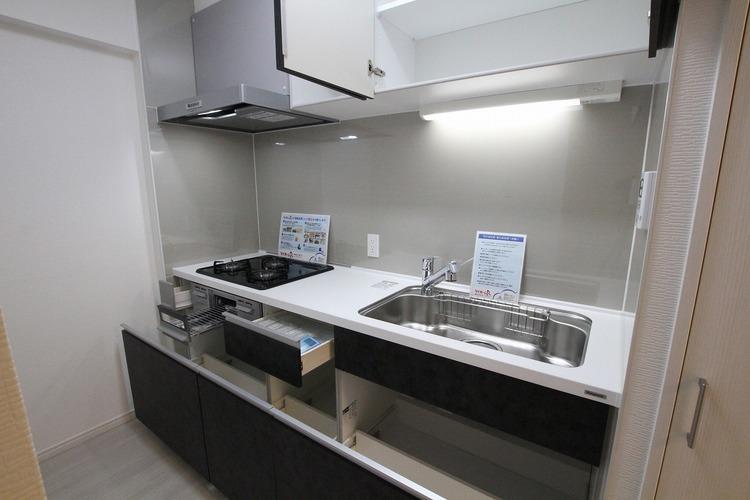 キッチンには浄水器がついているので、飲料水の節約やお料理の際の不安が解消されます