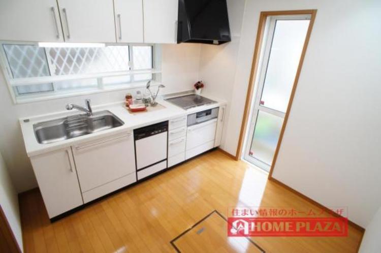 ご夫婦そろってキッチンに立っても調理がしやすい広さの独立型キッチンです!