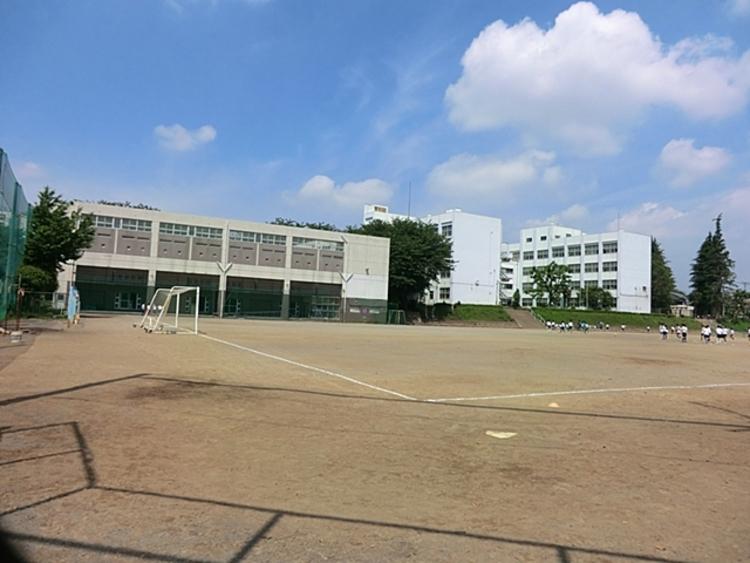大和市立 つきみ野中学校 距離約900m