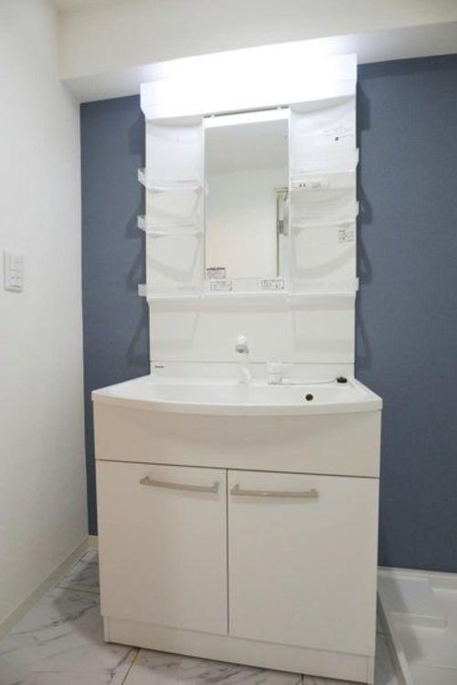 「洗面室」朝の身支度がはかどるシャンプードレッサー付き