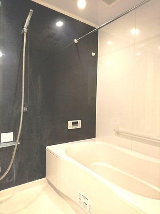 「バスルーム」追い焚き機能・浴室乾燥機能付きで快適バスタイム