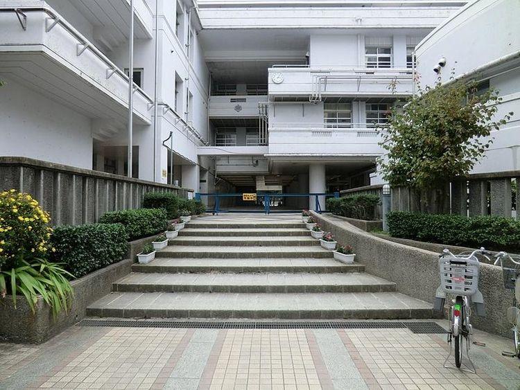 横浜市立本町小学校 徒歩17分 1300m