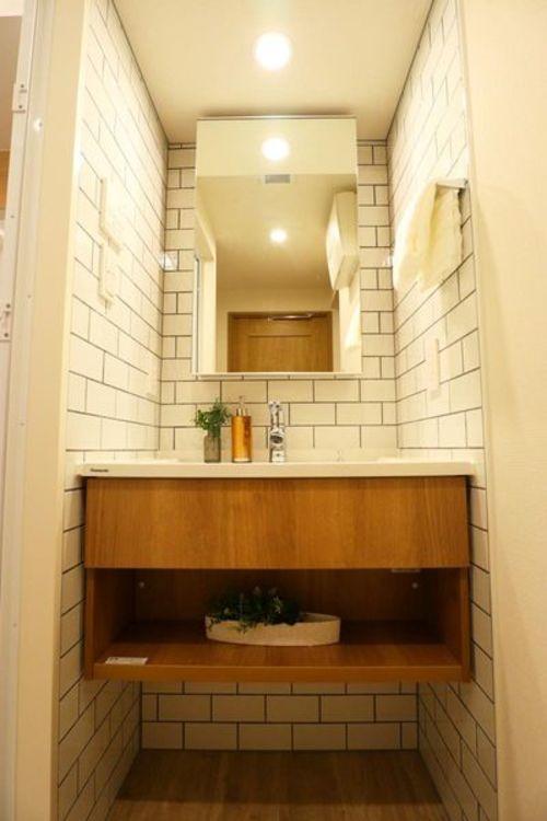 「洗面室」タイル貼りのお洒落な洗面台