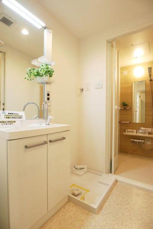 「洗面室」新規交換済で清潔感のある洗面室