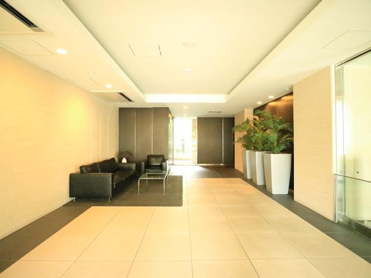 格調高いデザイン性を持つ玄関は、住む方のプライドを満たすクオリティ。帰宅されるご家族や、訪れる方を優しく迎える・安らぎに満ちた生活空間を予感させてくれます。