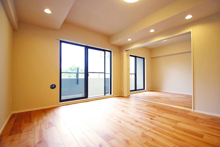 隣のお部屋を開ければ、よりゆったりとした空間に