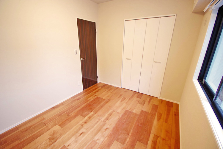 洋室約4.8帖 収納スペースあり