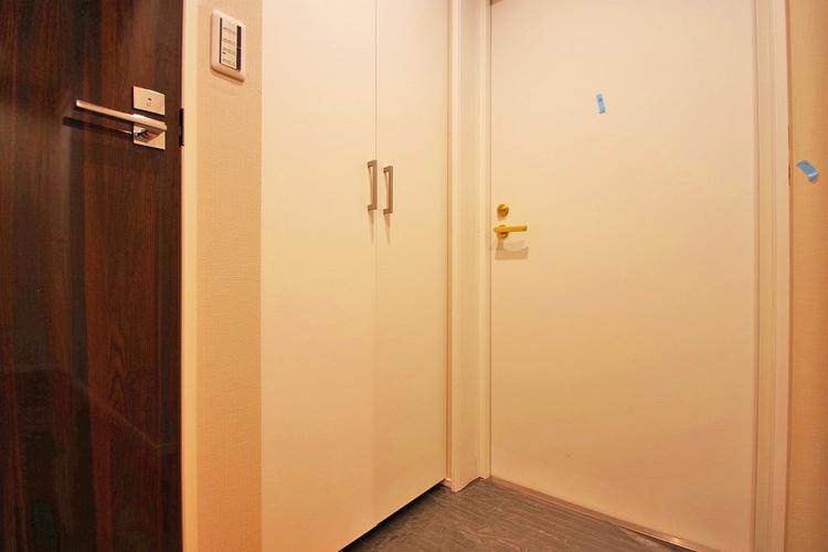 優しい雰囲気の玄関、家族の帰りを暖かく迎えてくれます