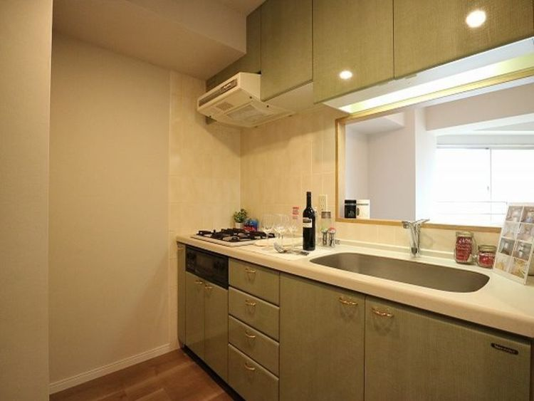 プライベートスペースを彩るインテリアとしての美と快適な日常を支える機能性と強さがひとつになったキッチンです。