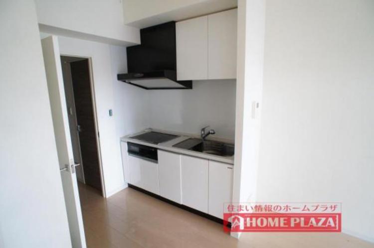 区切られていないため、ご夫婦そろって立っても調理がしやすいスペースが確保できるキッチンとなっております。