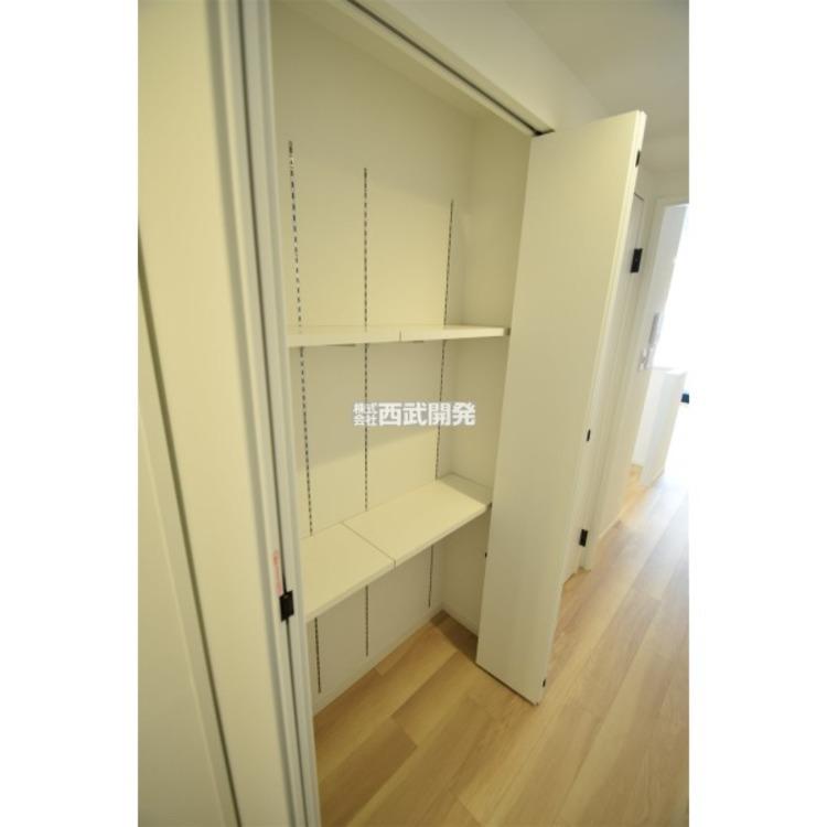 廊下には収納を設置。上手に使ってお部屋はいつもスッキリ!