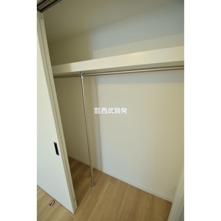 クローゼットで収納力アップ。これでお部屋がスッキリひろびろ空間!