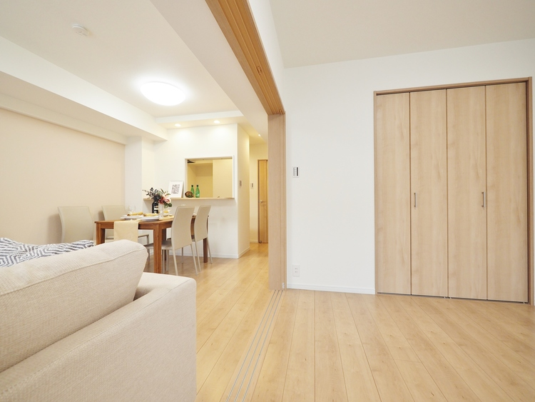 リビングと隣室は自由自在に広さを変えて頂けますように、可変性を持たせました。