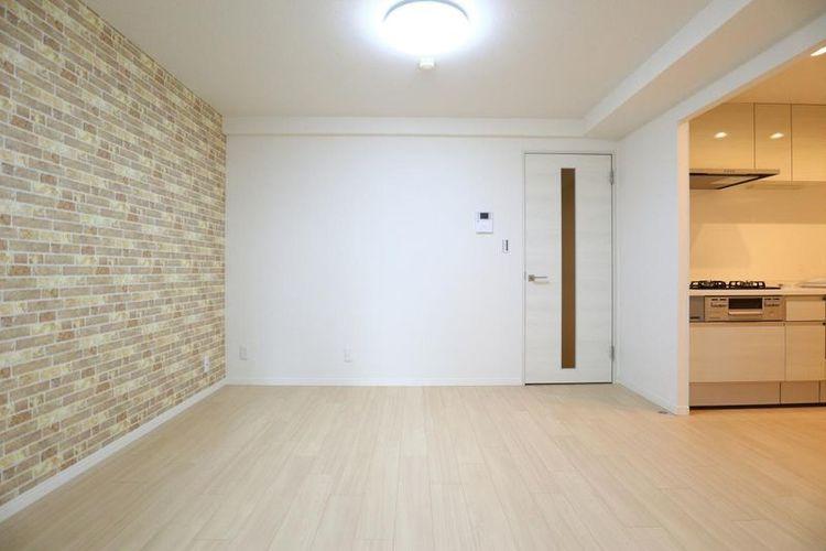 「ダイニング」シンプルにデザインされた室内。家具やレイアウトでお好みの空間を創り上げられます。