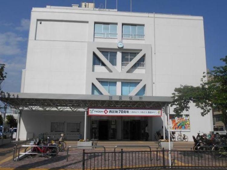 横浜市西区役所 徒歩8分 590m