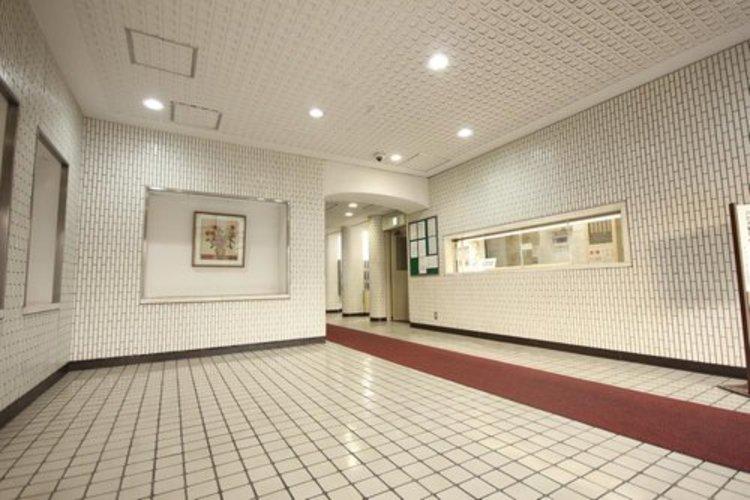館内は静寂な中が保たれており、管理が行き届いている印象を受けました。重厚感溢れるエントランスロビーは、マンションの一つの特徴でもあります。