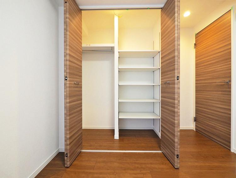 こちらの洋室も大容量の便利なクローゼットが設けられています