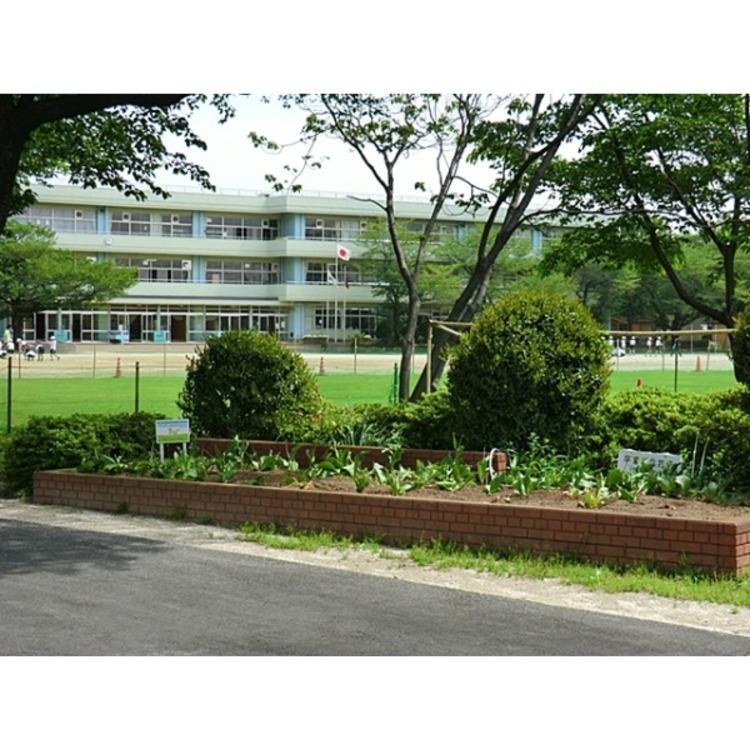 新座市立栄小学校小学校まで大人の足で10分。すぐ近くなので安心ですね!(約730m)